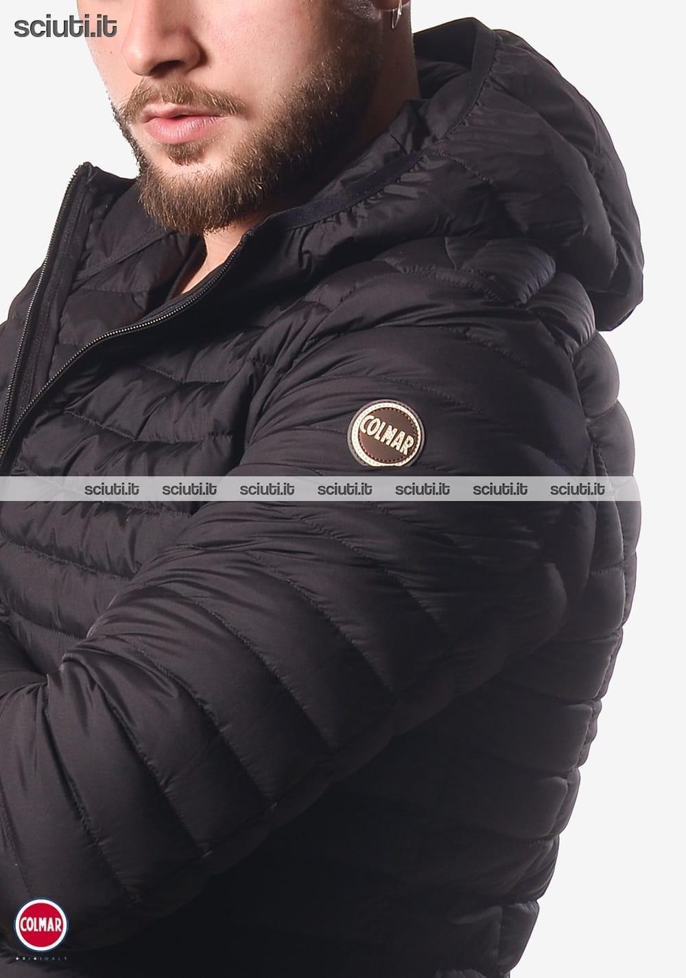 Piumino Colmar uomo elasticizzato con cappuccio nero | Sciuti.it