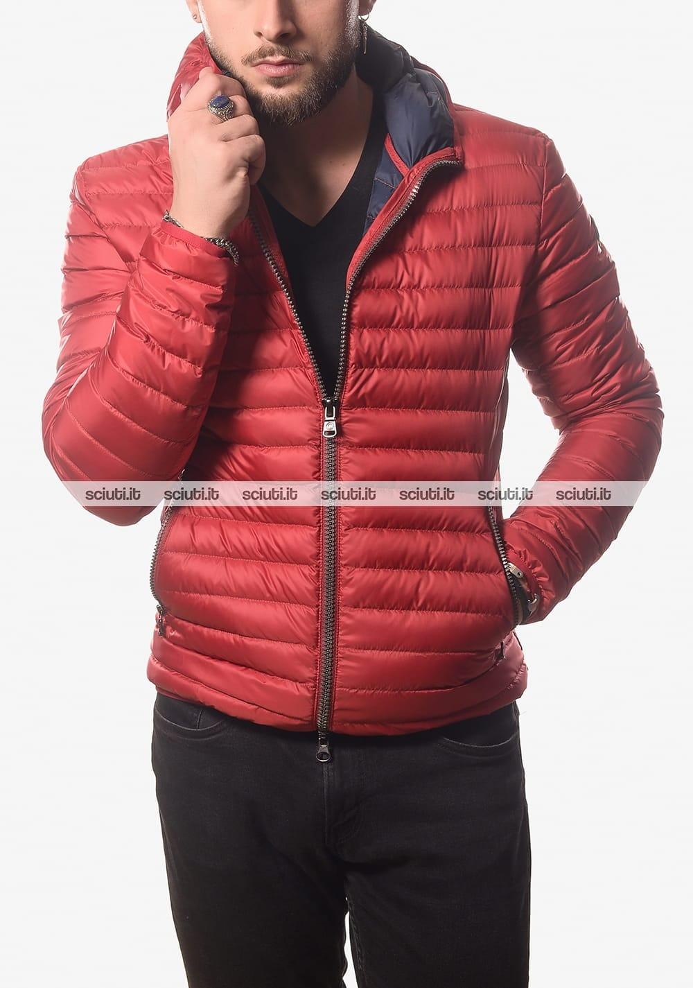 Piumino Colmar uomo leggero semiopaco con cappuccio rosso