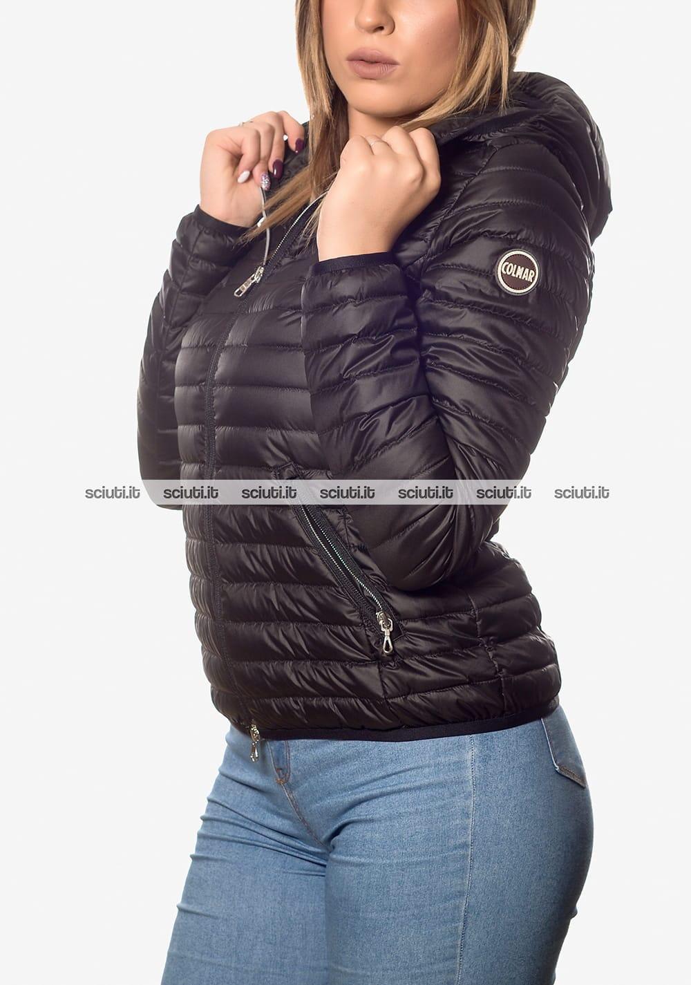 buy online 9e7d3 cdcb1 Piumino Colmar donna leggero con cappuccio nero | Sciuti.it