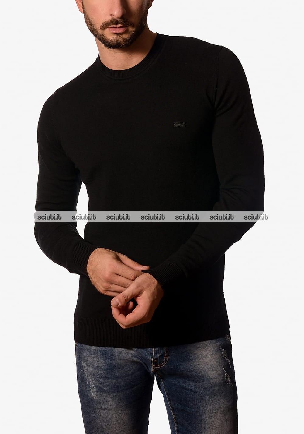 76e3bf5ea8 Maglia girocollo Lacoste uomo in jersey di lana nero tinta unita ...