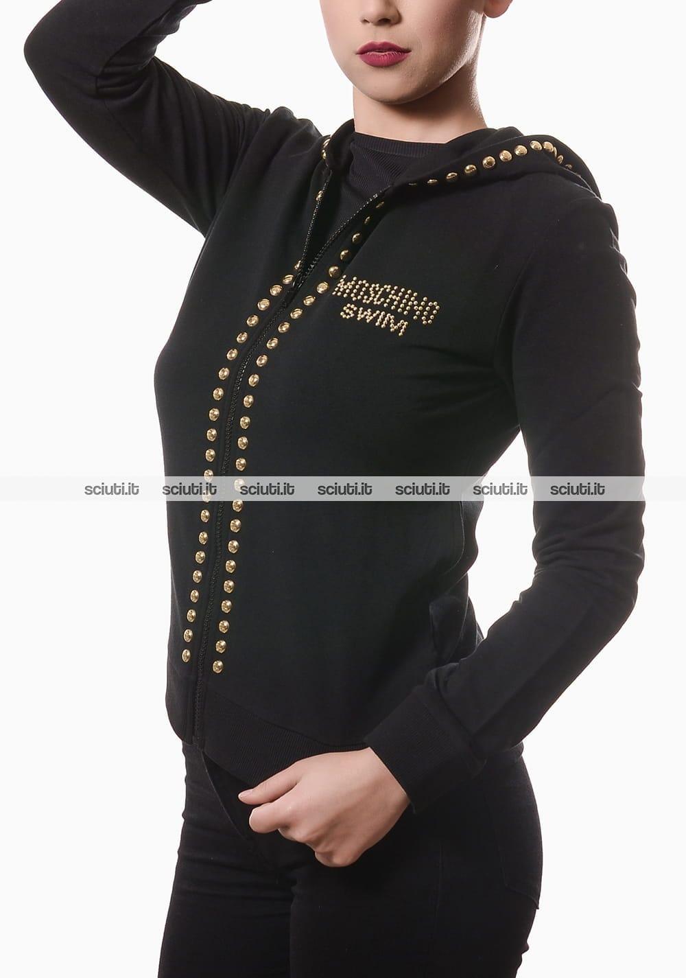 giacca nera con borchiette