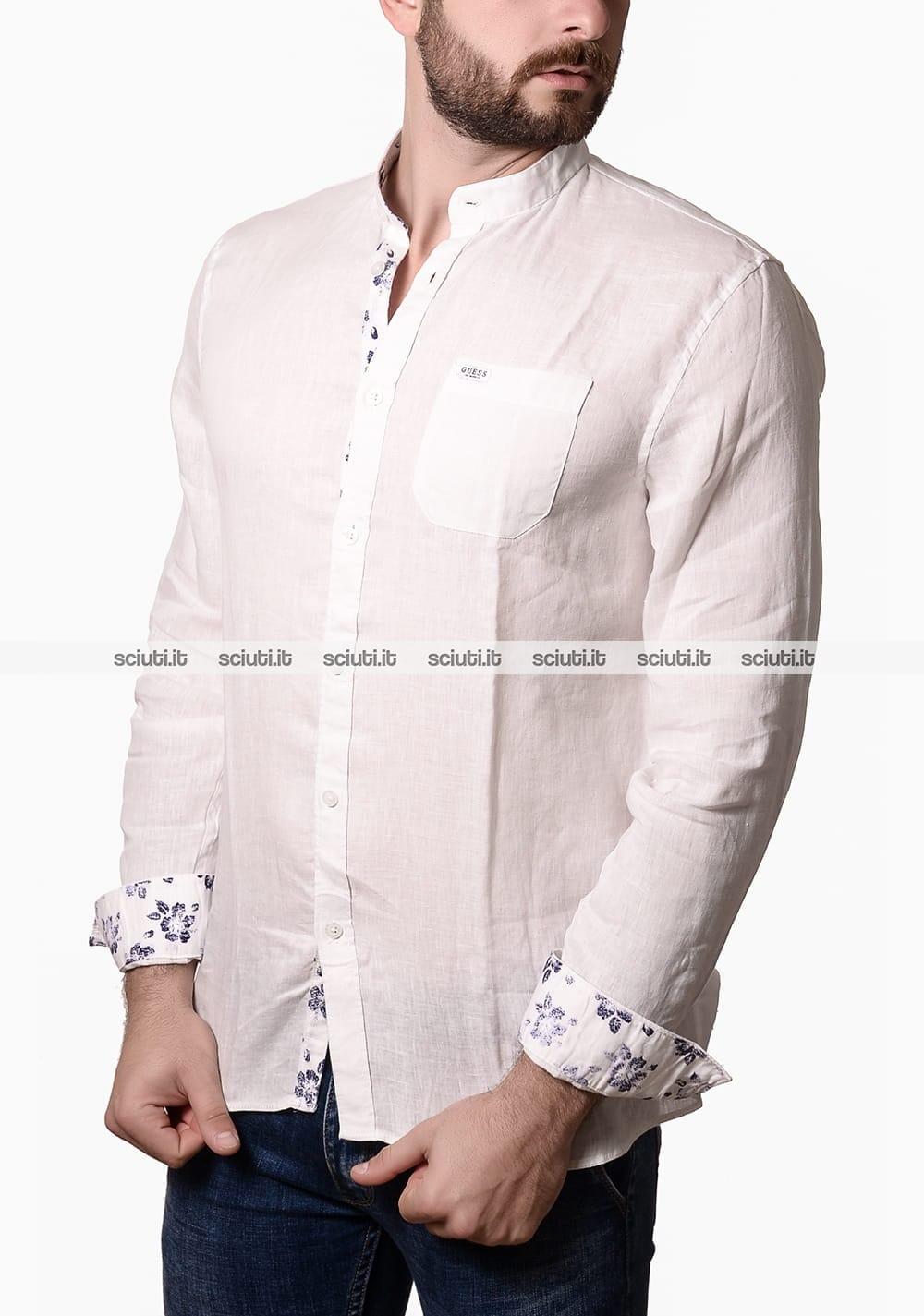 timeless design e0f47 2a1e1 Camicia Guess uomo collo alla coreana in lino bianco | Sciuti.it