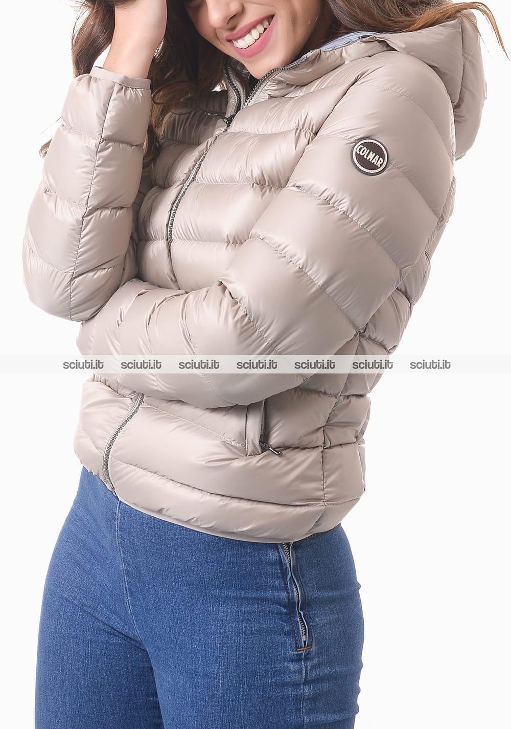 Piumino Colmar donna grigio chiaro pesante corto con cappuccio